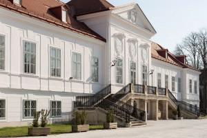SchlossAussen 2